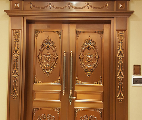旋转铜门铜门是一种超豪华的玄关.